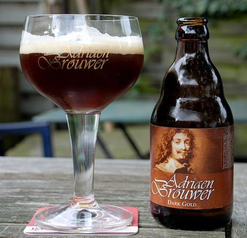 """Even small Belgian towns used to have several breweries and their own beer. In Oudenaarde this tradition is still alive. For ages the town has been famous for its oud bruin (""""old brown""""): brown beer with a rather sour taste. Adriaen Brouwer Dark Gold is the top range beer of Roman, a family brewery that's been existing for 14 generations. Talking about traditions!"""