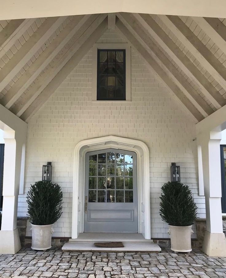 Porte cochere entrance at a house in