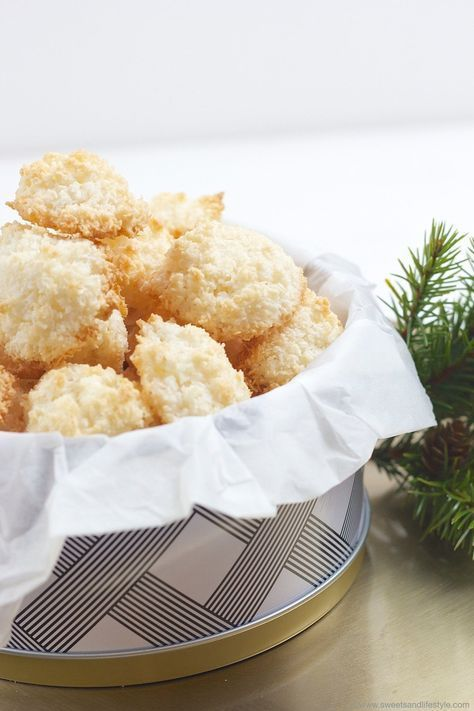 Leckere, luftig-leichte Kokosbusserl // coconut macaroons for Christmas // Sweets and Lifestyle