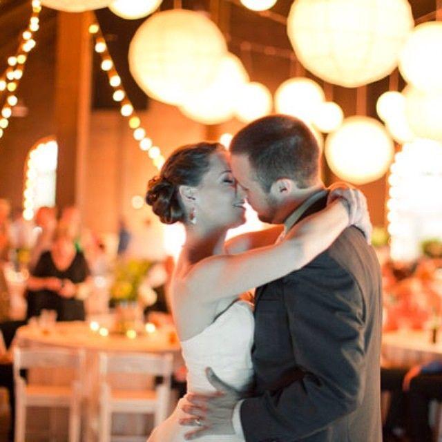 Que tal uma iluminação decorativa diferente? #inspiracao - Reviver é pedir Bis. #estudiobis #bispic #igdaily #instago #instapic #instacool #instagood #instamood #igoftheday #instadaily #videojournalism #sony #videomaker #editing #groom #imagensinspiradoras #filmagem #wedding #bride #nex #love #cute #nice #cool #vestido #noiva #goiania