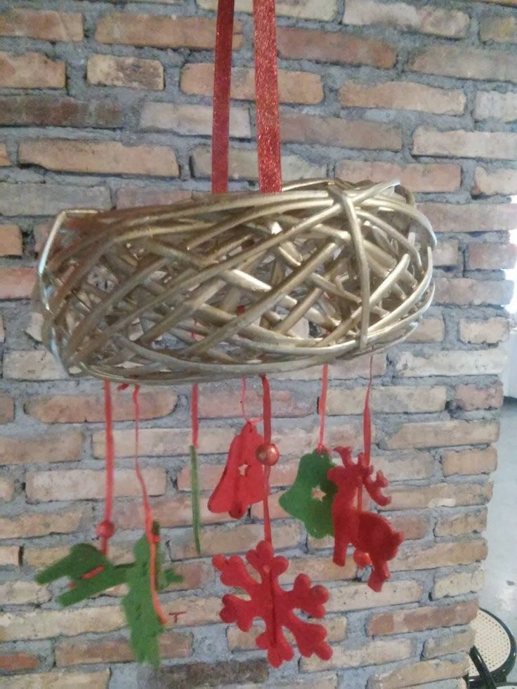 Handmade Christmas Decorative Wreath made from wood and felt  Χειροποίητο Χριστουγεννιάτικο Διακοσμητικό Στεφάνι από Ξύλο και Τσόχα