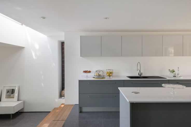 This is a rare example of an outstanding Modern house in a historic setting in the popular town of Bewdley. It was designed by the architect Robert Swan for himself and his family in 2006 and has been recently completed to an exacting standard. The four-bedroom house sits in a quiet plot at the end […]