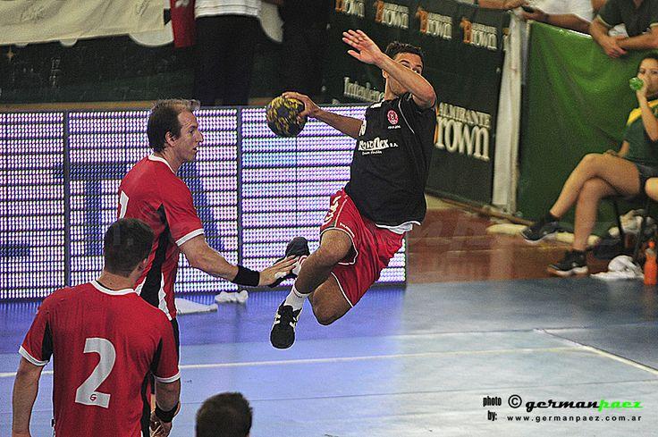 SAG Villa Ballester - Colegio Ward. Final Torneo de Femebal Super 4 - 15Dic2013 - Estadio Polideportivo Almirante Brown - Buenos Aires - Argentina.