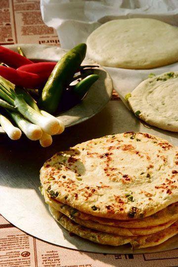 לא צריך שמרים, תבלינים או אפייה, אבל טעים רצח - לחם בצל ירוק סיני