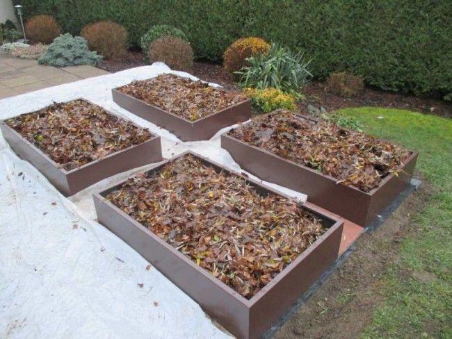 remplissage des bacs du potager en carr avec des couches de feuilles potager en carr design. Black Bedroom Furniture Sets. Home Design Ideas