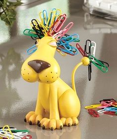 Cool paperclip dog. If I used papeclips more often, I would want this :)