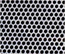 """Lámina Perforada Calibres: 10 (3.43 mm/0.135 pulg.)  al 28 (0.385 mm/0.015 pulg.).  Diámetros de perforación: Desde 1/32""""(0.8 mm) hasta 1""""(25.4 mm).  Colocación de las perforaciones: Hexagonal, diagonal o cuadrada.  Tipo AISI: 304, 316 y 316L"""