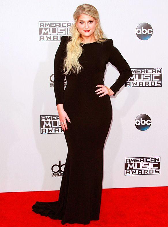 Meghan Trainor-----  Le tapis rouge des American Music Awards est l'un de nos préférés! On ne sait jamais à quoi s'attendre des looks de nos stars favorites. Glam, ultrasexy, conservateur… On les aime tous!