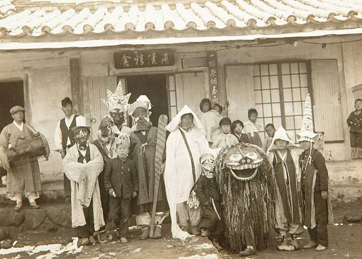 북청군 [北靑郡], Recreation group, Korea, 1936 북청사자놀이패 Photographer Unidentified