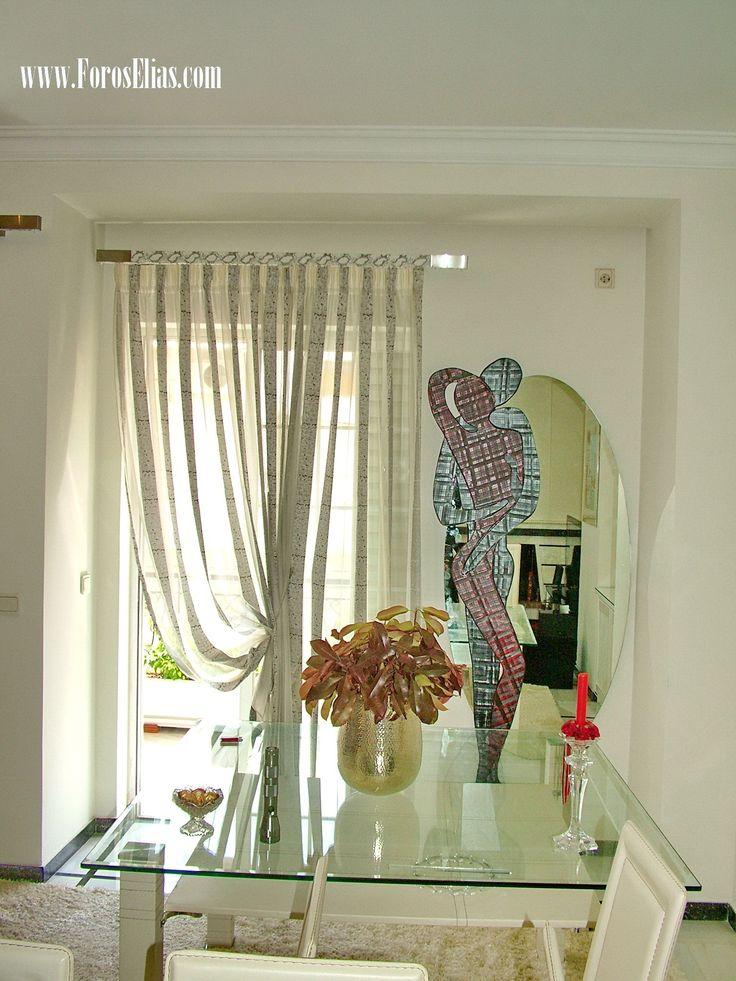 Σας παρουσιάζουμε τον στολισμό του τοίχου δίπλα απο την κουρτίνα με ένα καθρέπτη οβάλ με ανθρώπινες φιγούρες !!!!