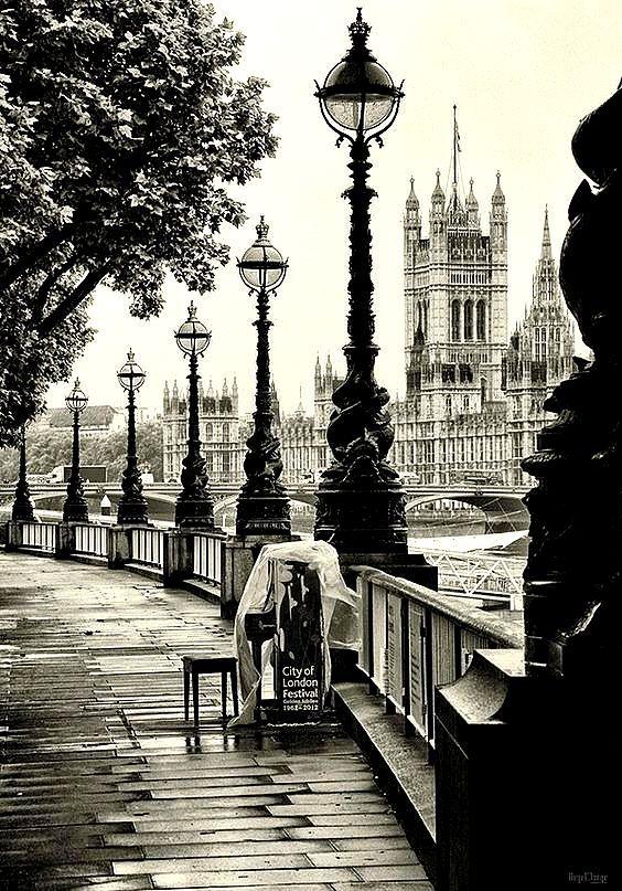 Черно белые открытки города