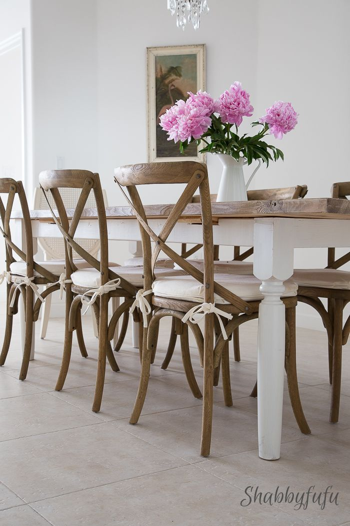 How To Easily Build An Inexpensive Farmhouse Style Table