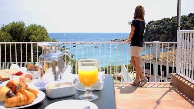 Llafranc aan de Costa Brava. Hier heb ik als kind heerlijke vakanties doorgebracht. Ik wil  graag nog een keer naar dit hotel.