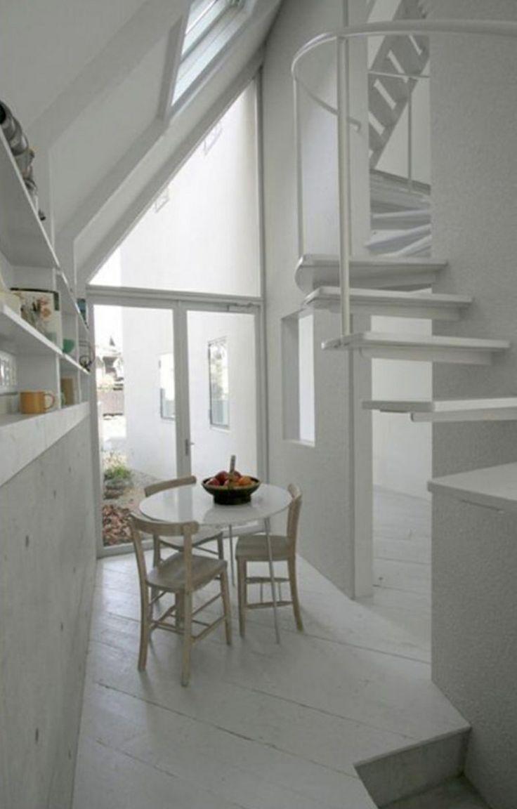 Casa estrecha sacando espacios increíbles