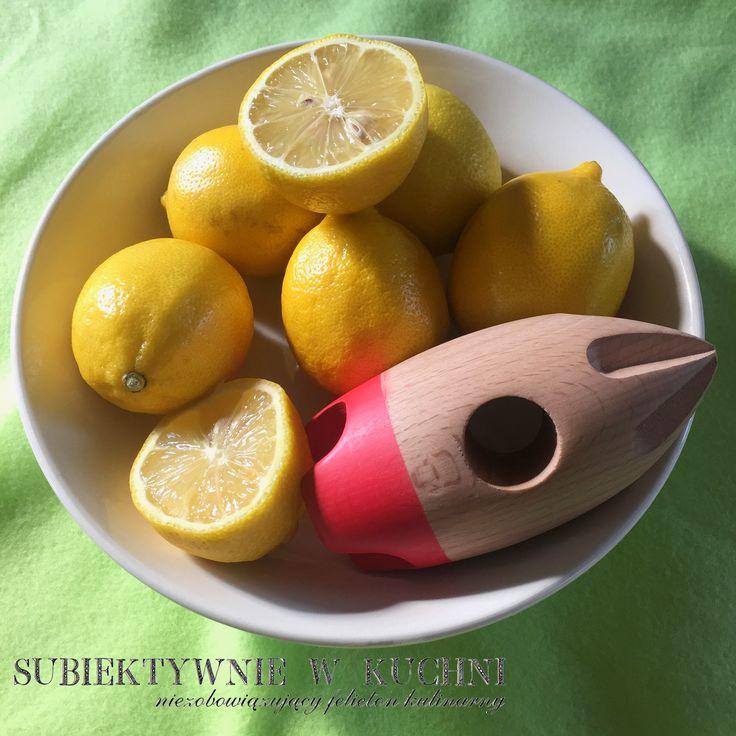 Lemons beware! I get a new toy! #lemons #lemonade #kitchen #kitchengadget #lemon #lemonsqueeze #toy #suckuk http://subiektywniewkuchni.blogspot.com/