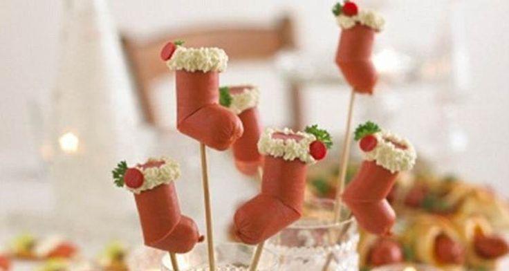 Smikkelen en smullen van heerlijke knakworstjes die helemaal passen bij de kerst. De Kerstmannen knakworst sokken. Een leuk en lekker gerechtje om te maken