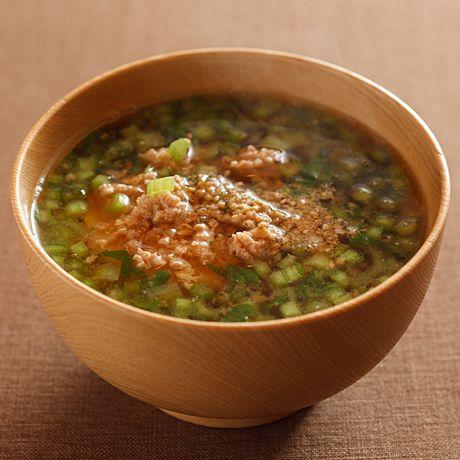 とりひき肉とかぶの葉のみそ汁   沼口ゆきさんのみそ汁の料理レシピ   プロの簡単料理レシピはレタスクラブネット