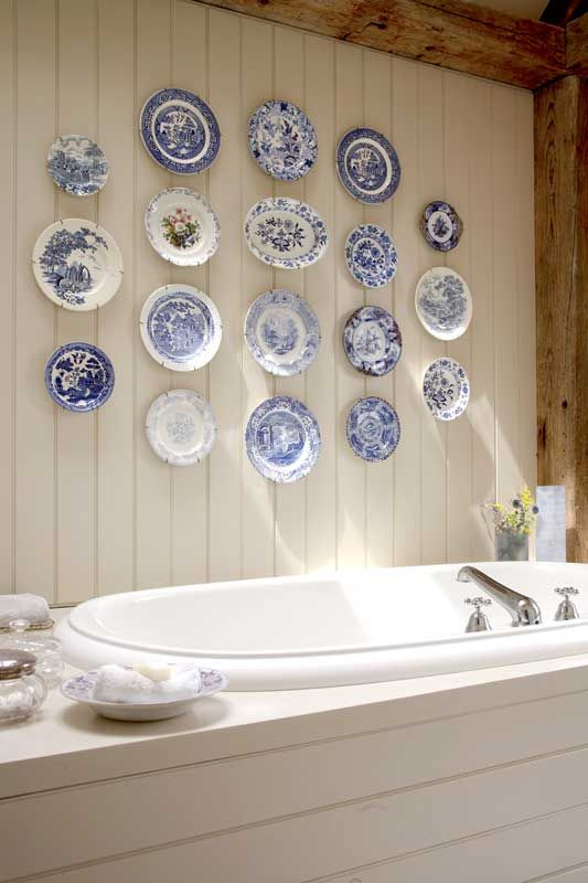 Love this plate display above a soaking tub. Great use of invisible plate hangers. : hanging plate holders wall - pezcame.com