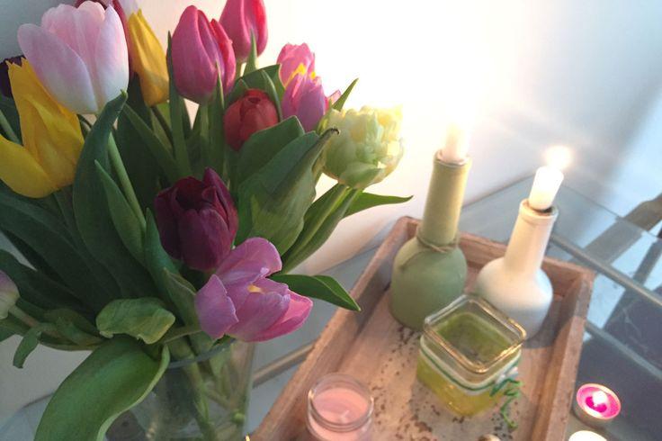 Tulpen überall in der Wohnung verteilen für Immer-Gute-Laune (auch wenn die Natur noch nicht so weit ist) Mehr Frühlingsdeko-Ideen auf meinem Blog