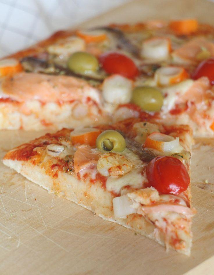 PIZZA CASERA FRUTTI DI MARE Una deliciosa receta con una masa casera esponjosa y crujiente para chuparse los dedos :)  #pizza #recetasitalianas #recetas #recetariosano #marisco