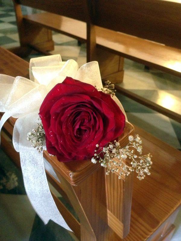 Detalle bancos decoraci n iglesia en rojo decoraciones for Detalles decoracion boda