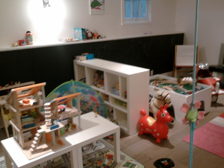 awesome play corner for toddlers + all-around blackboard paint!!