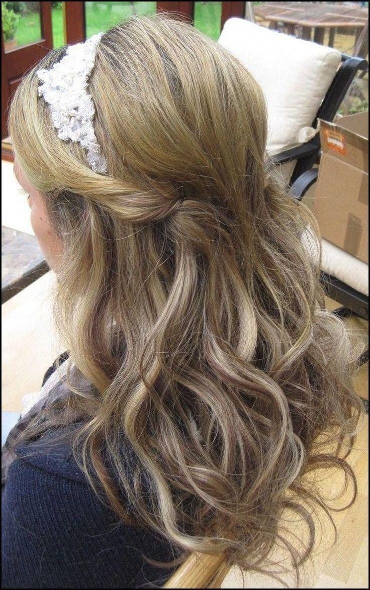halb oben halb unten hochzeitsfrisur mit stirnband foto | Hochzeit ... # Frisuren2018 #HairStyles # bobfrisuren2018 #ModerneFrisuren