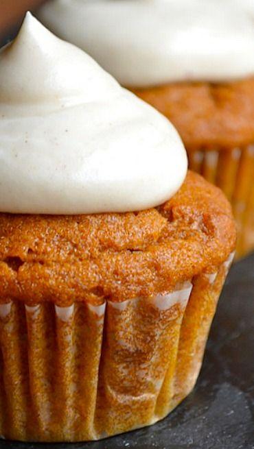 Pumpkin Cupcakes & Cinnamon Cream Cheese Frosting