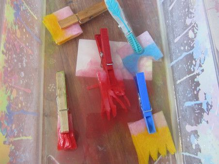 Kolorowe pędzelki z klamerek