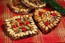 Lo zelten è il pane dolce fruttato che appartiene alla tradizione del paesi del Sud-Tirolo in particolare al territorio sudtirolese bolzanino. L'ingrediente fondamentale dello zelten è la frutta secca, che viene tenuta assieme con  un impasto lievitato a base di farina di frumento e segale. Come tutte le antiche ricette tradizionali, preparate in ogni casa, lo zelten ha moltissime varianti, ma in linea generale si possono distinguere due tipi di zelten: quello trentino, che assomiglia ad una…