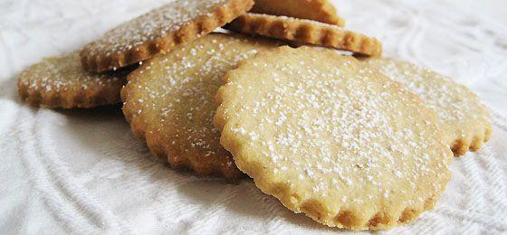 Hasselnød-småkager med twist af citronskal