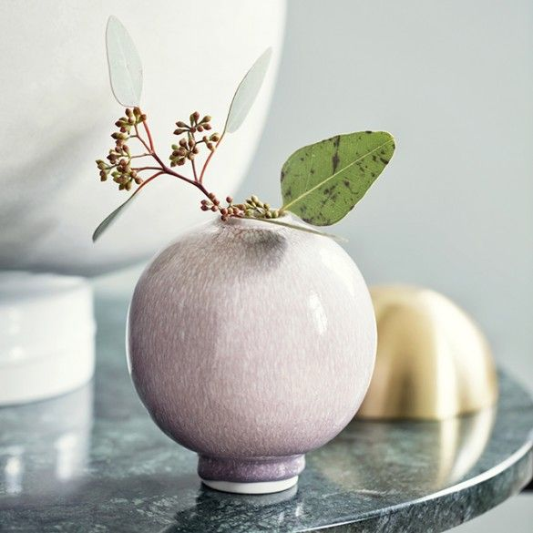 This adorable small rose Unico vase from Kähler will add a personal and unusual touch to your décor.