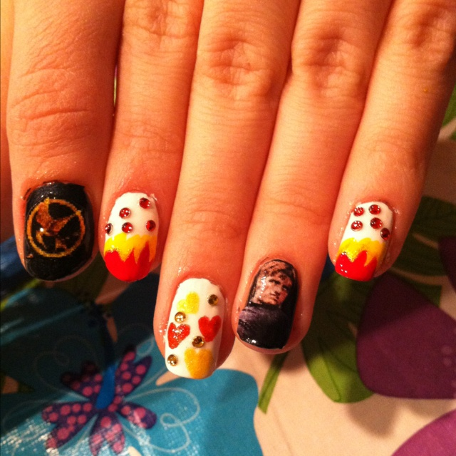 Nails I did for my sister for the premiere of the hunger games!!!!!!Games Peeta, Amazing Nails Art, Nails Artdesign, Peeta Nails, Amazing Things, Nails Polish, Nails Art Design, Nail Art, Hunger Games Nails