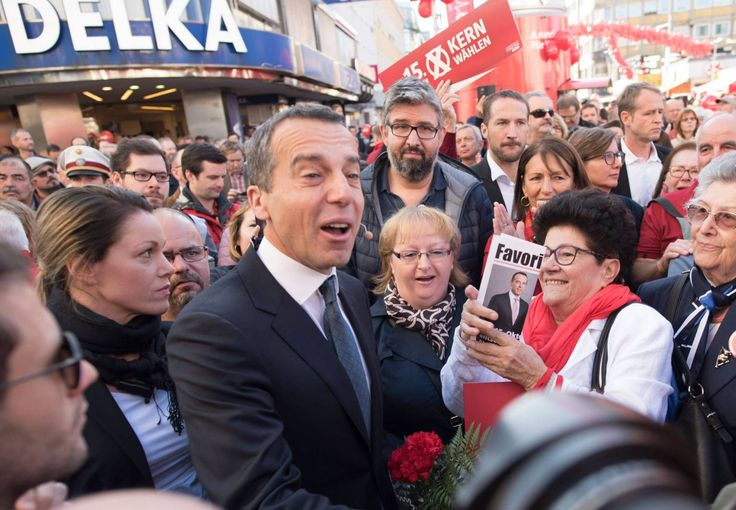 El canciller austriaco, Christian Kern, este sábado rodeado de seguidores en un acto final de campaña en Viena.