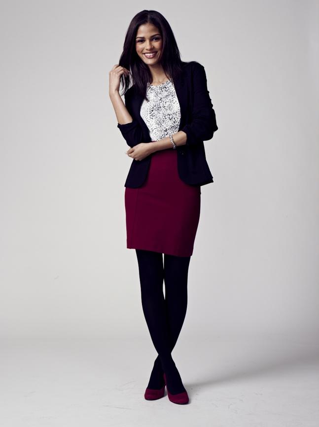 ¾ sleeve blazer - Reptile print top - Career skirt    Veston à manches ¾ - Haut à motif animal - Jupe carrière