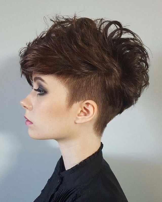 die besten 17 ideen zu undercut frisuren damen auf pinterest rasiert seite frisuren haar. Black Bedroom Furniture Sets. Home Design Ideas
