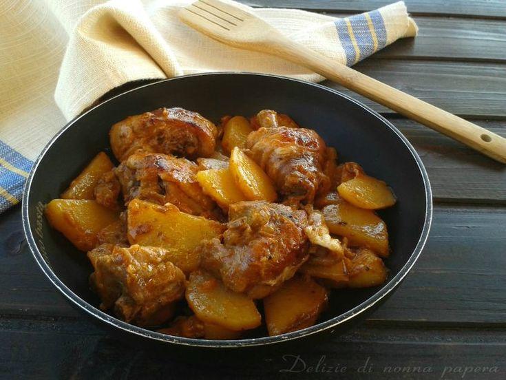 Oggi vi propongo il pollo con patate e peperoni, un secondo di carne gustoso e semplice da preparare che sicuramente piacerà a tutti.