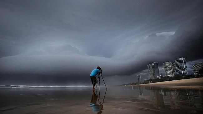 Storms thrash Brisbane overnight. Amazing pictures.