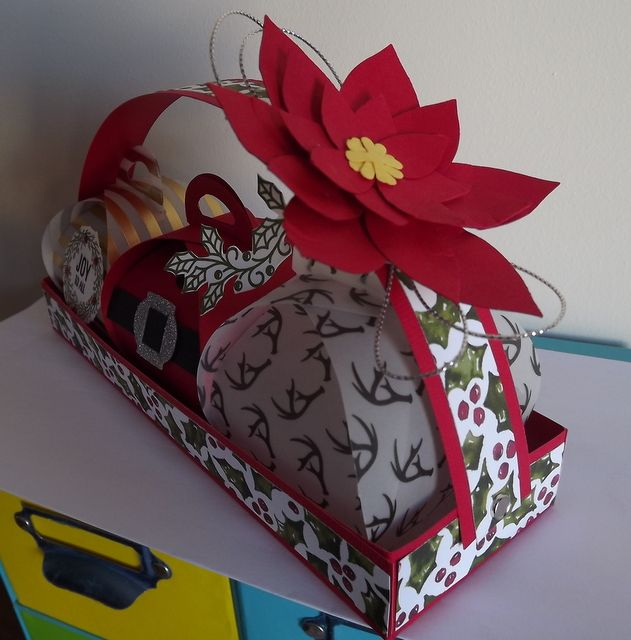 Little keepsaker boxes plus the Festive flower builder Punch