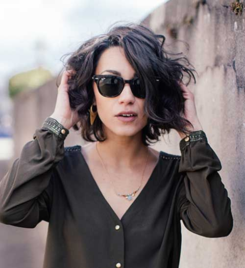 Best Short Hairstyles for Women with Wavy Hair