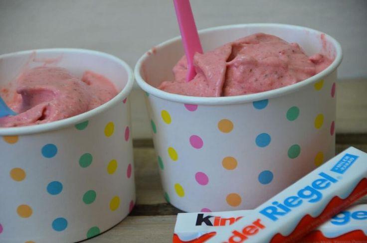 Erdbeeren Schoko Eis selbstgemacht mit Thermomix, total lecker und gesund schnell gemacht und mit ganz wenig Kalorien