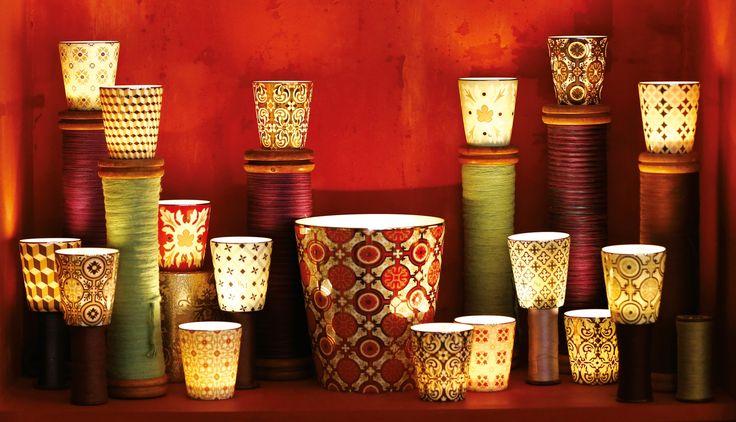 La magie des bougies précieuses rechargeables Rose et Marius ! Porcelaine de Limoges, motifs carreaux de ciment posés à la main en France, rehaussés d'or ou de platine. Parfum de Grasse