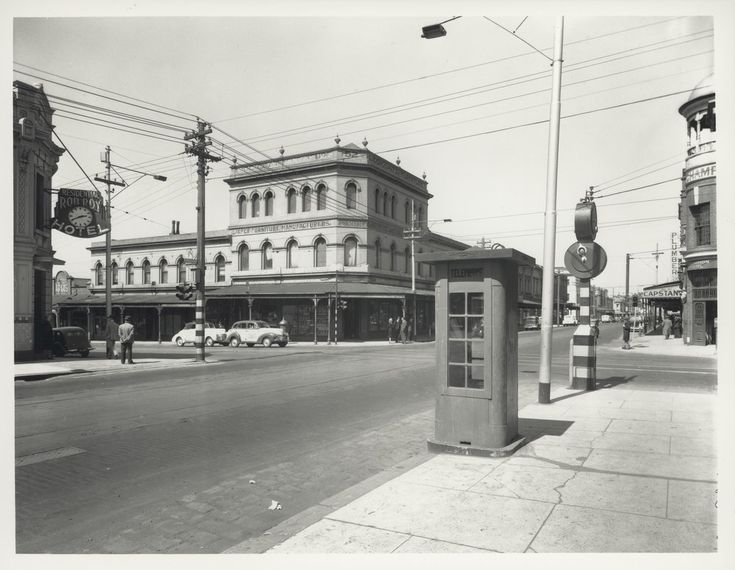 1940-50s ; Intersection of Brunswick & Gertrude Streets Fitzroy, The Rob Roy Hotel is in the near left corner. The tall building in far centre was demolished in the 1960s.