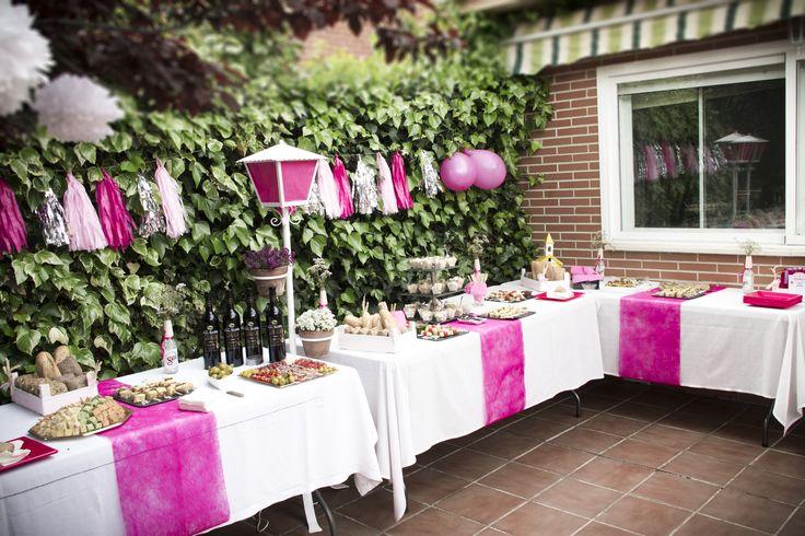 Decoración evento. Comunión color rosa. Guirnaldas tassels con globos y detalles de mantelería. Pide presupuesto a detallescolibri@gmail.com +info www.detallescolibri.com