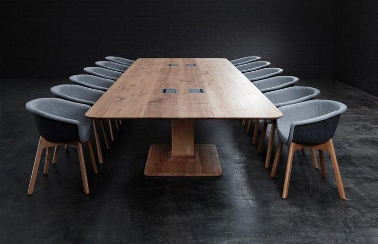 Dieser Konferenztisch von Form exklusiv wird aus einem einzigen Eichenbaum gefertigt: 480x160