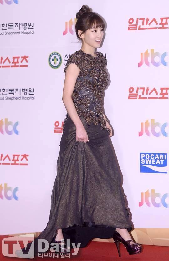 [140116] Taeyeon MC at Golden Disk Awards