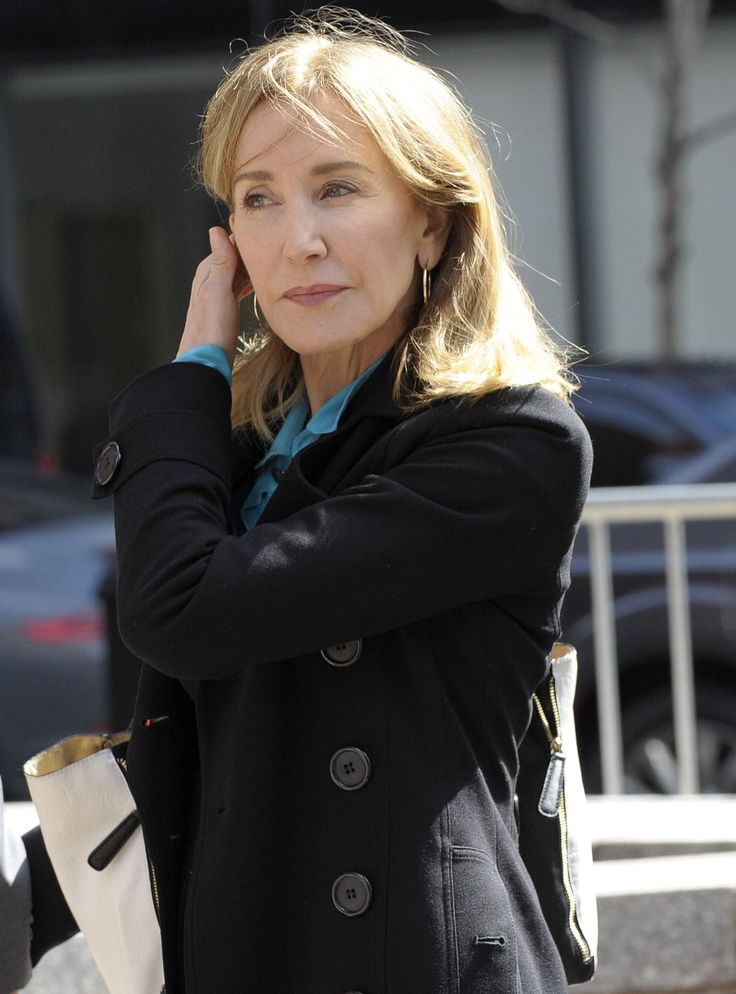 Know About Felicity Huffman; Age, Husband, Kids, Net Worth