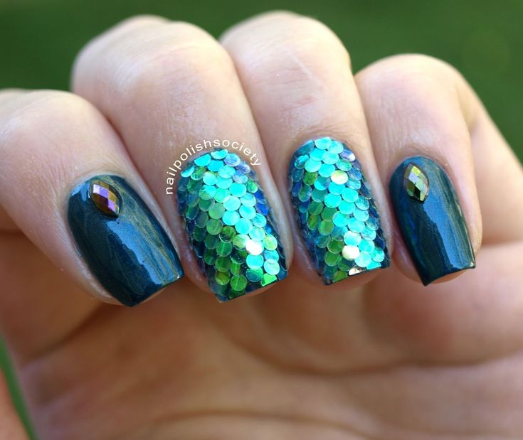 Nail Polish Society: 31DC2014 Day 17: Mermaid Scales Glitter Placement