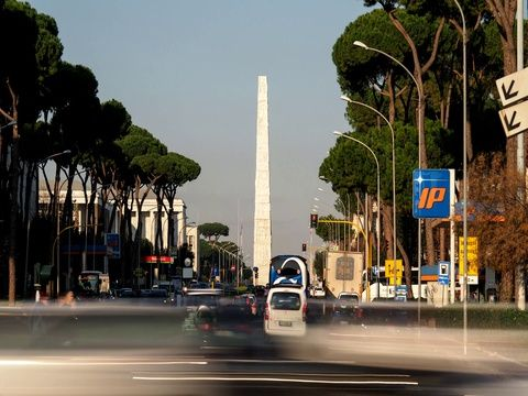 Stock video footage daily traffic in Rome, Eur. 00:00:12 4k. From 49 €. Royalty free. Download now on Pond5 >>>