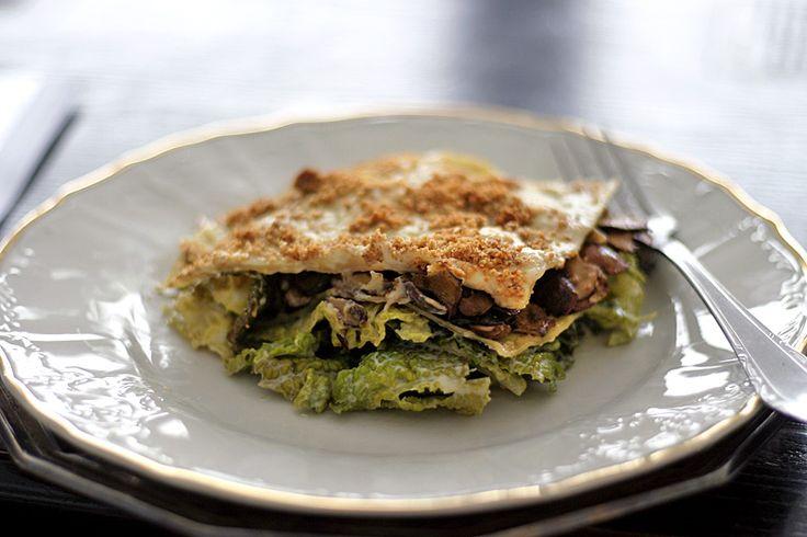 Lasagne s houbami, kapustou a bešamelem | Veganotic